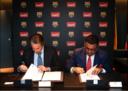 подписание договора между IronFX и Барселоной.png